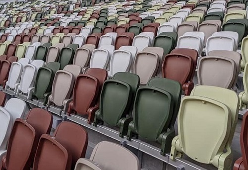 国立競技場の座席の色.jpg